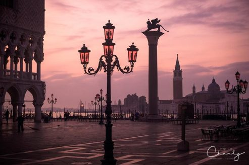 Veneto and Emilia-Romagna Lamppost of Venice © Prints of Italy™ | All Rights Reserved